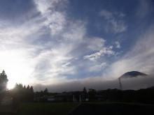 はなずきんの日記帳-雲間から見える富士山